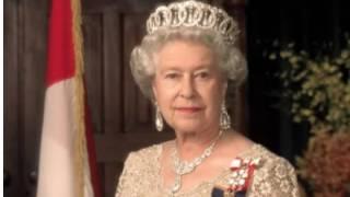 Елизавета II отказалась от своей короны!