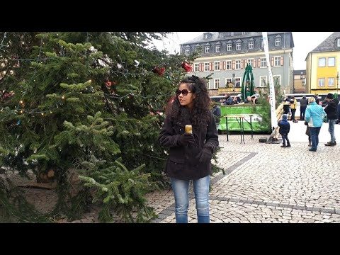 Maus And Her Prosthetic Leg In Christmas Market In Saalfeld |Amputee Girl |Amputee Woman