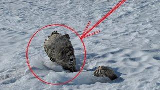 Эверест ГОРА СМЕРТИ ЖЕСТОЧАЙШИЕ Истории Альпинистов(Кладбище на горе Эверест-Гора смерти такое название ему дали не спроста что же там такое происходит вы узна..., 2016-08-10T15:32:46.000Z)