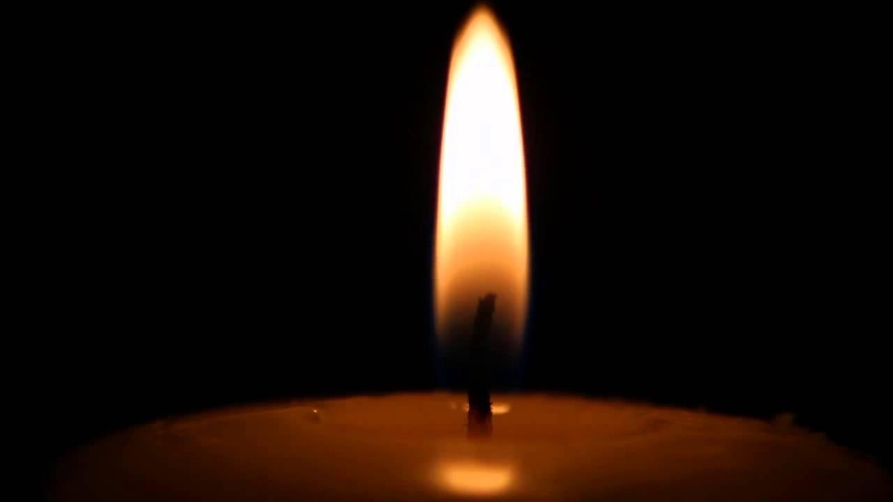 День рождения торт. Свечи горят в виде чисел 45 — стоковое фото.