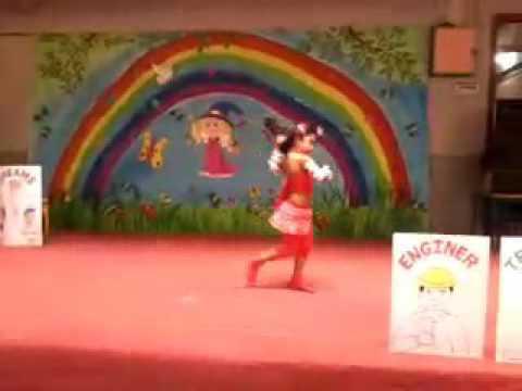 Cute dance on dil hai chota sa....chotti si asha...