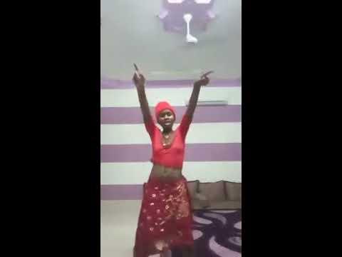 UGANDA 'S BEST GIRL WHO DANCED SOFT DANCING STYLE.