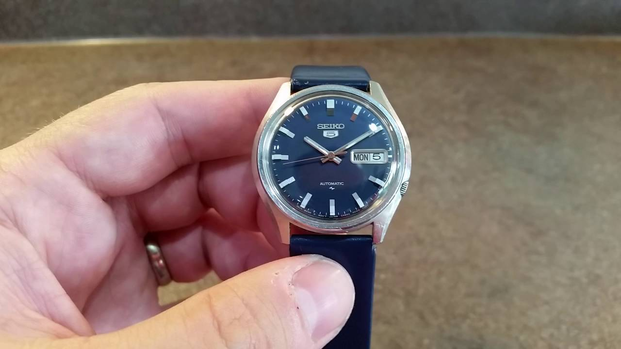 how to wind up a seiko 5 automatic watch youtube rh youtube com manually wind seiko automatic watch can you manually wind an automatic watch