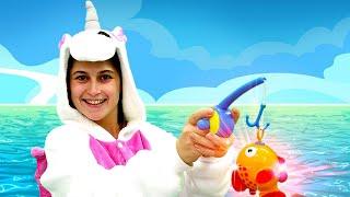 Игры одевалки - Милая Единорожка и Золотая рыбка! - Видео с игрушками для детей