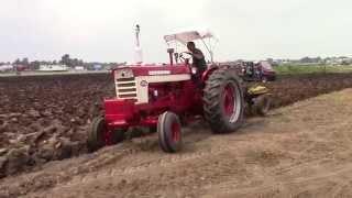 IH Farmall 560 Tractor