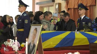 Сотни человек простились с лётчиками, которые спасли людей во время крушения // Лида, Беларусь