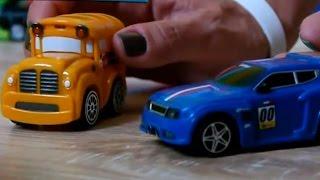Мультфильмы про машинки - гоночная машинка на заправке