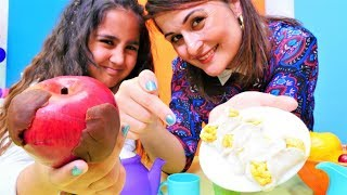 Play Doh elmalı kurabiye yapıyoruz. Anne kız mutfak oyunu