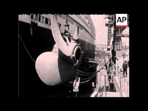 REMOVAL OF PORT PROPELLER ON THE QUEEN MARY - NO SOUND