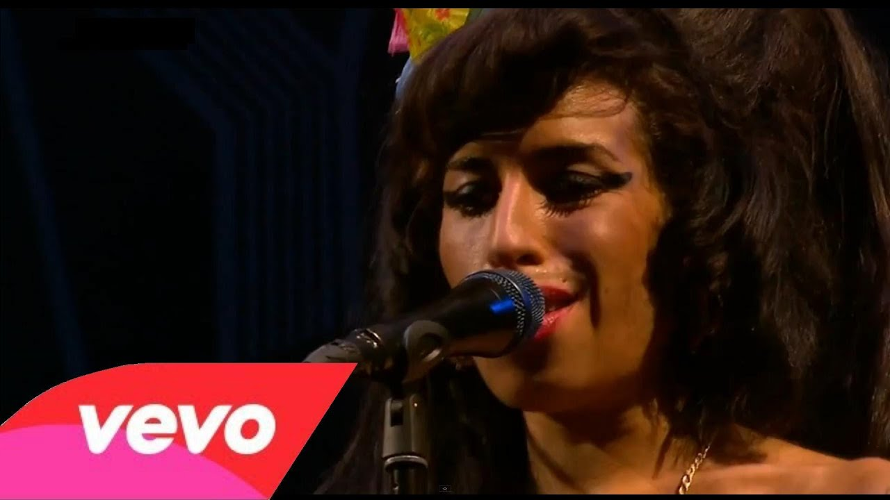 amy-winehouse-youre-wondering-now-live-at-glastombury-festival-junior212136