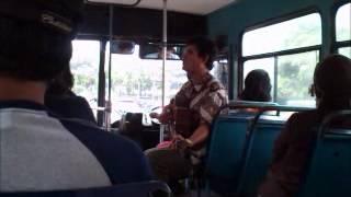 lagu kisah cinta ku karangan chrisye dinyanyikan oleh pengamen di bus 213 jakarta.wmv