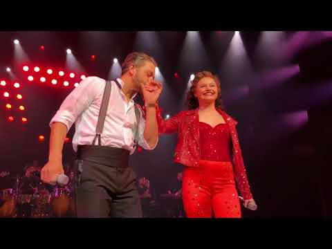 On YOUR FEET! Musical slot applaus
