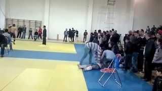 Вот это нокаут! (Кикбоксинг)/Here is a knockout! (Kickboxing) Азербайджан VS Армения(Нокаут в кикбоксинге! Соперник больше не смог продолжать бой. Азербайджан., 2013-06-29T15:50:54.000Z)