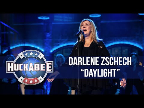 "Darlene Zschech Performs Her MESMERIZING Song ""Daylight"" | Huckabee"