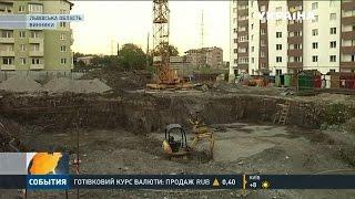 Депутати міста Винники вимагали від підприємця десять тисяч доларів та квартиру