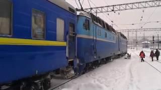 ЧС7-172 с поездом № 212, ст. Днепропетровск