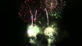 HAPPY NEW YEAR CÓ LỜI VIỆT THANH HOA LỒNG GHÉP PHÁO HOA