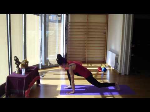 a video saludo al sol yoga barcelona pilates barcelona.MP4