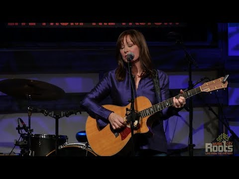 """Suzy Bogguss """"If We Make It Though December"""""""