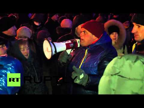 Ukraine: Crowd storm regional admin building in Cherkasy