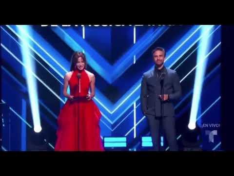 Silvia Navarro y Osvaldo Benavides en Los Premios Billboards de Telemundo