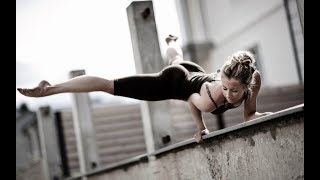 WOMAN CALISTHENICS   CRAZY MOTIVATION