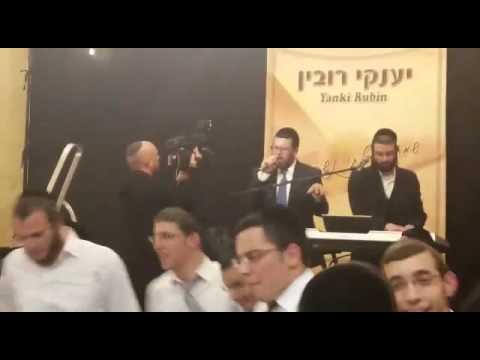 יענקי רובין וקובי גרינבוים מבצעים את השיר 'ואתה מרום' של שמחה ליינר
