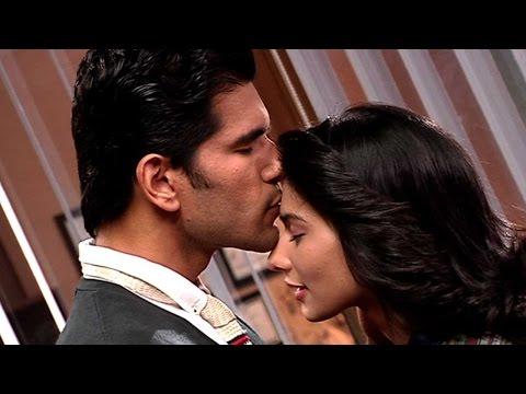 Viraj To Kiss Nisha In Nisha Aur Uske Cousins