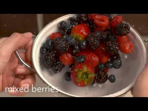 Pom-Berry Overnight Oats | Quaker®