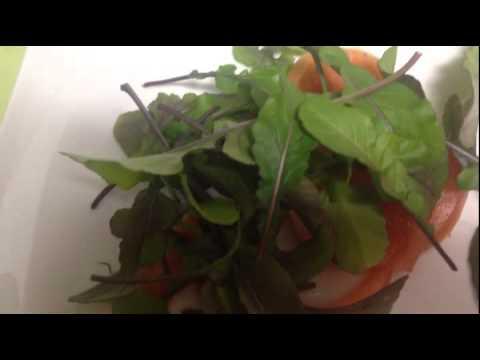 ルッコラとトマトのサラダはシンプルに