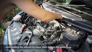 Замена свечей зажигания Civic 4D и самодельный динамометрический ключ (eng subtitles)(Eng subtitles - Сейчас я покажу вам, как самостоятельно поменять свечи на автомобиле Honda Civic FD 2008 года. Я покажу,..., 2014-01-26T00:07:51.000Z)