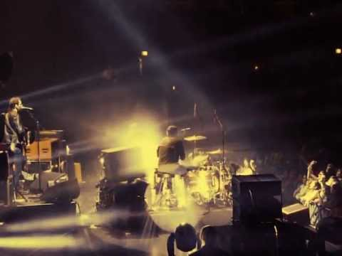 The Black Keys - Lonely Boy - Live at the United Center in Chicago