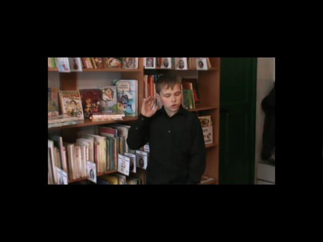 Изображение предпросмотра прочтения – ДанилИвашкин читает произведение «Закружилась листва золотая…» С.А.Есенина