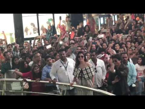 Shahrukh khan & Anushka Sharma LIVE in Dubai!!
