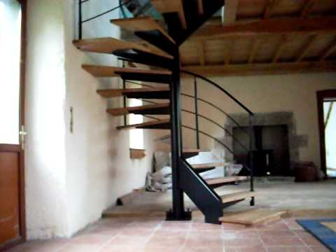 fabrication d 39 un escalier m tal et bois h lico dal ou colima on youtube. Black Bedroom Furniture Sets. Home Design Ideas