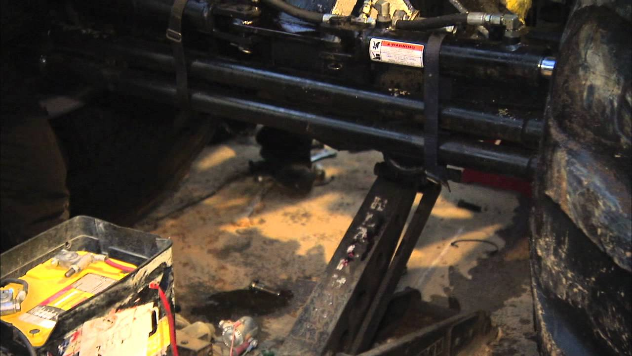 Monster Jam - Lupe Soza on Fixing Advance Auto Parts Grinder Monster Truck