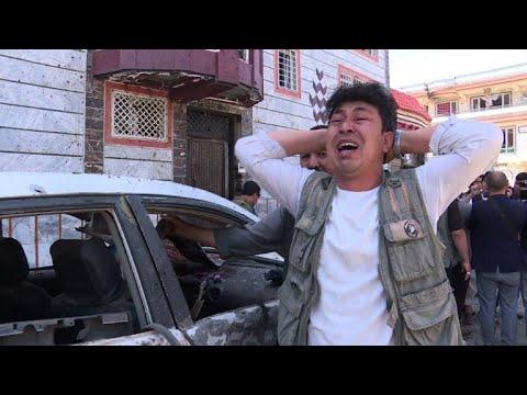 afpbr: Atentado deixa dezenas de mortos em Cabul