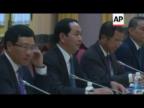 Obama holds talks with Vietnamese President