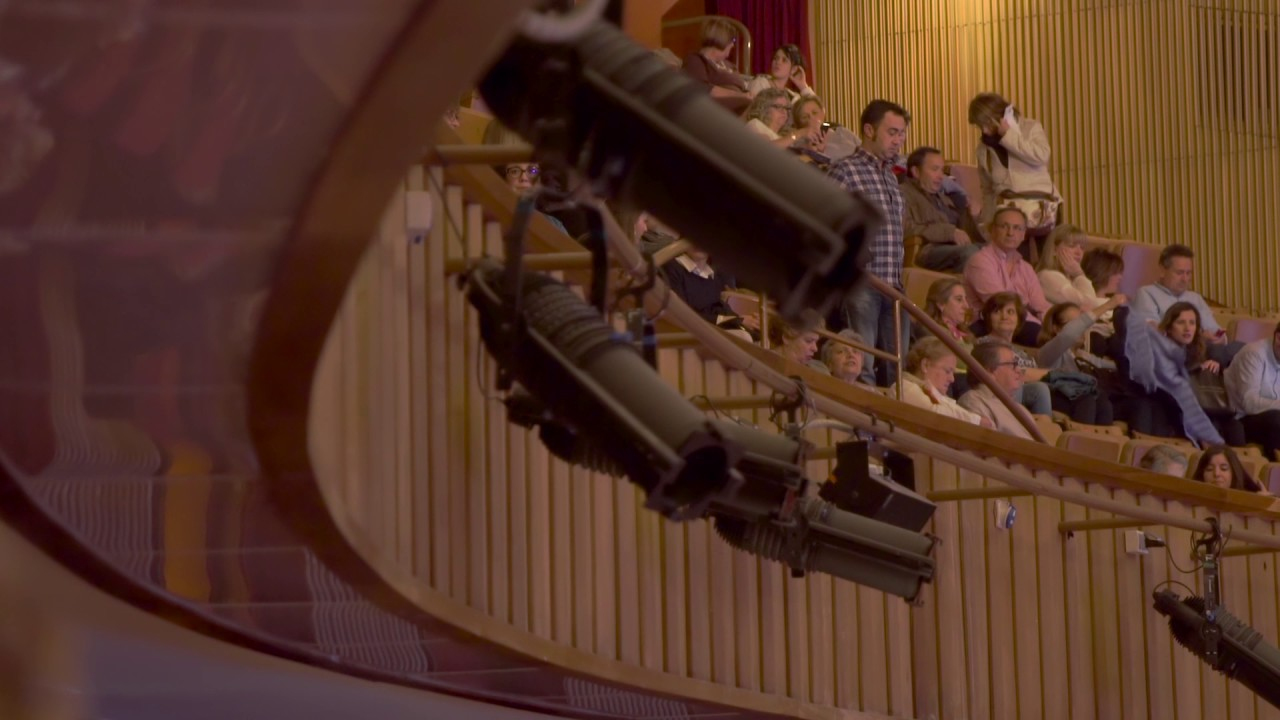 Concierto de raphael en el teatro de la laboral youtube for Teatro de la laboral