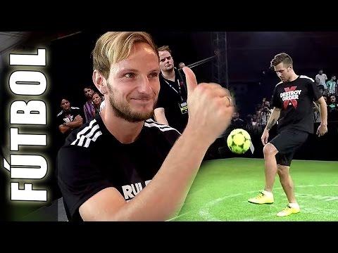 Ivan Rakitic, Ter Stegen & Sandro Ramírez con Football Tricks Online - Adidas The Base