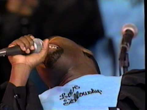 Never Leave Me Alone - Hezekiah Walker & the Love Fellowship Crusade Choir