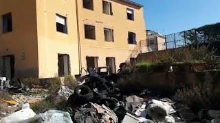 Napoli, l'ex clinica Villa Russo a Miano è una discarica a cielo aperto