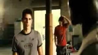 Никогда не сдавайся (2008) Русский трейлер MoyKino.ru