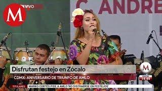 Disfrutan festejo del triunfo de AMLO en Zócalo