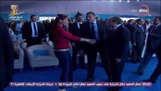 المؤتمر الوطني للشباب - فتاة تقتحم موكب الرئيس أثناء خروجه من المؤتمر والرئيس يمنع الحرس من التدخل