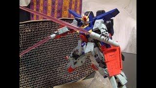 MG ガンダムZZ Ver.Kaはディテール控えめの素材的なキットなので、スジ彫りでディテールを追加するとともに、アニメ劇中カラーをイメージして全...