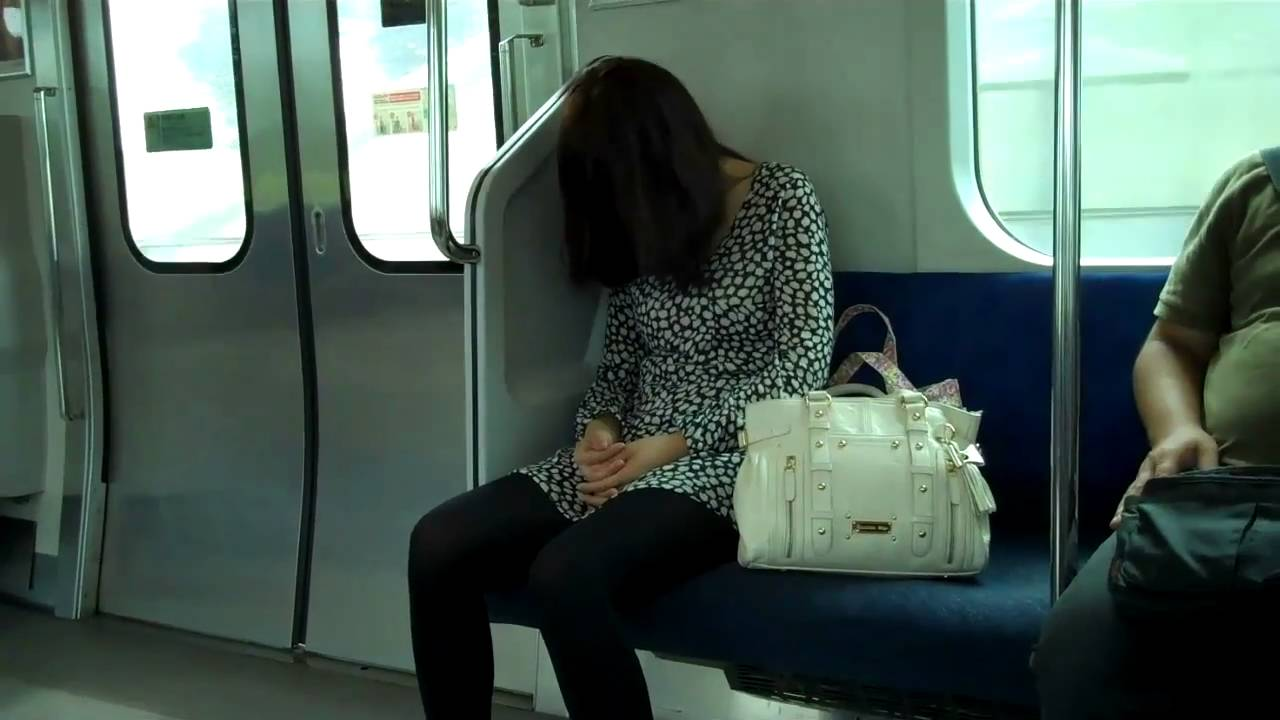 girls-sleeping-train-married-couples-have