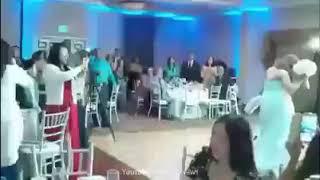 На свадьбе жених сделал сальто и чуть не убил невесту