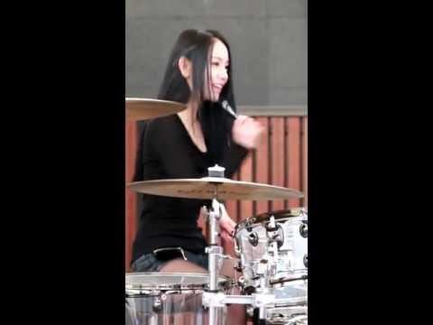 สาวเกาหลี ตีกลองแบบเทพๆ ทั้งสวยทั้งเก่งทั้งน่ารัก