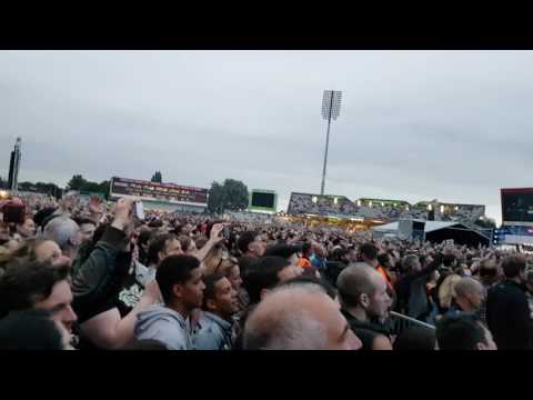 Radiohead - Paranoid Android (Old Trafford, Manchester)